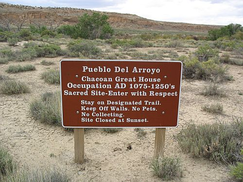 Pueblo del Arroyo Sign