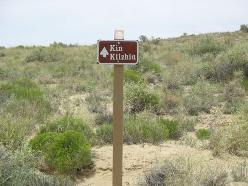 Sign on Road to Kin Klizhin